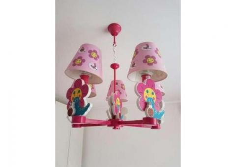 Lustra camera copilului (lampa)