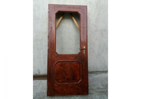 Vând 3 uși noi din brad