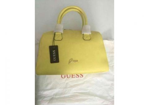 De vanzare geanta Guess galbenă nouă
