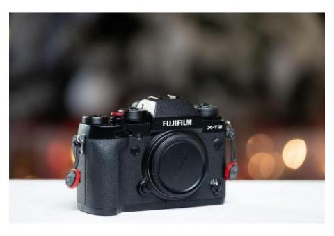 Fujifilm X-T2 body + grip
